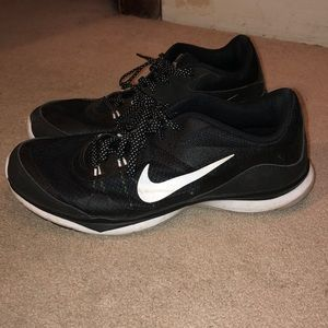Nike black tennis shoes